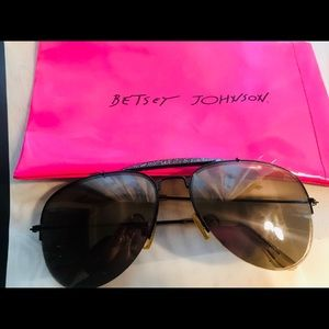 🕶 BETSEY JOHNSON Blk shimmer Aviators 🕶 LIKE NEW